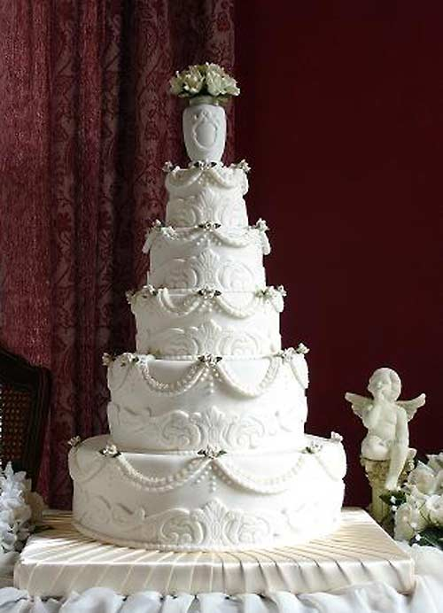 The 7 Stage Story Of The Wedding Cake