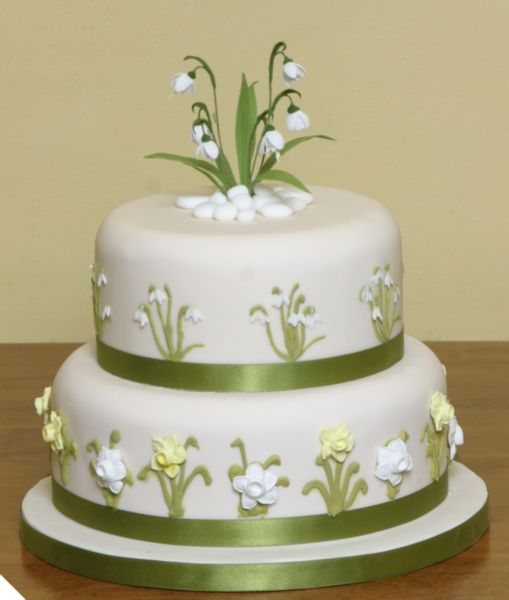 Spring Wedding Cakes: 7 Tips To Help You Plan Your Spring Wedding